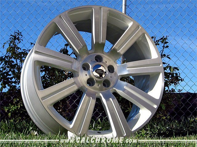 wheels_landrover_stormerII_white_big