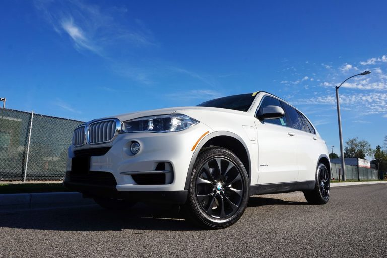 white bmw x5 black matte black wheels rims calchrome